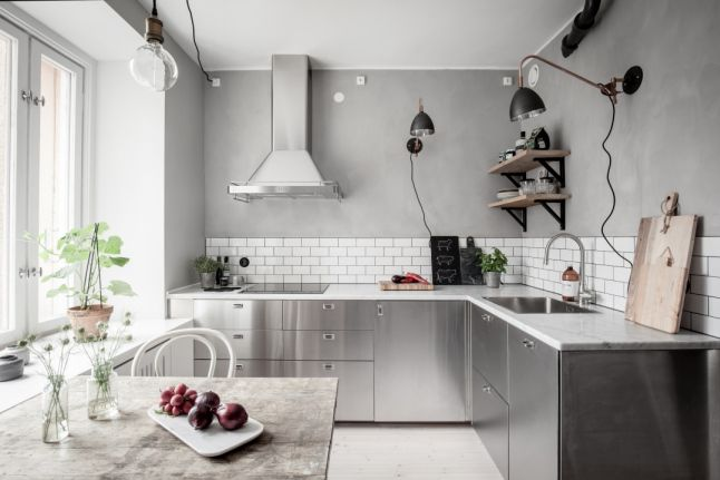 Industrial with warm wood in a Swedish apartment
