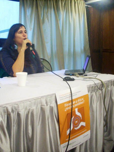 La economista Ruth Muñoz, durante el primer panel dio el panorama actual de las finanzas alternativas en la Argentina.