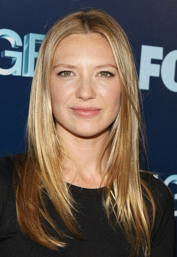 Anna Torv as Inara, an humanoid Saturnian, who falls in love with Jim Shannon, a scientist.