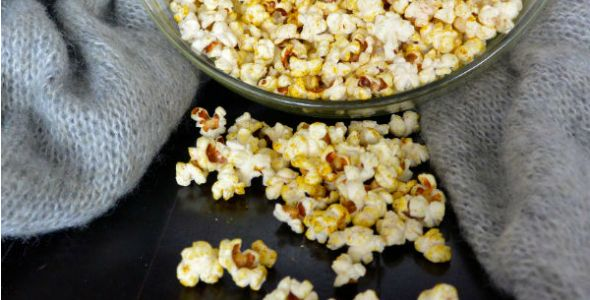 Skinny & spicy popcorn || #byebyebelly snack