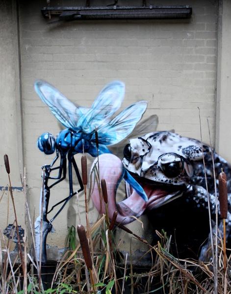 Уличный художник Смаг (Smug) делает качественные стрит-арт работы, которые вы можете посмотреть здесь.