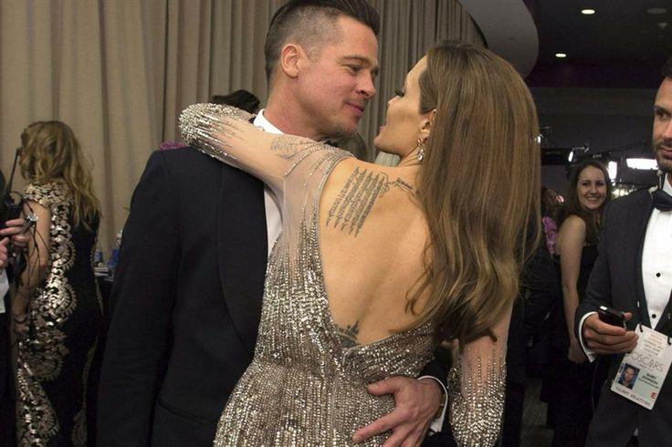 Las fotos que no viste de los premios Oscar 2014  ¡Sos mi bombón! Brad Pitt y Angelina Jolie, muy románticos en el backstage de los Oscar.  Foto:EFE