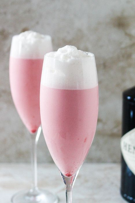 Blackberry thyme gin fizz. 10 Delicious Recipes for your Bridal Shower ...