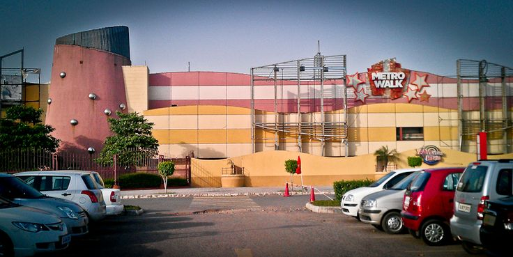 Metro Walk Mall, is best mall and best place for enjoy a time.. For more visit us@.. http://www.allindiashoppingmalls.com/