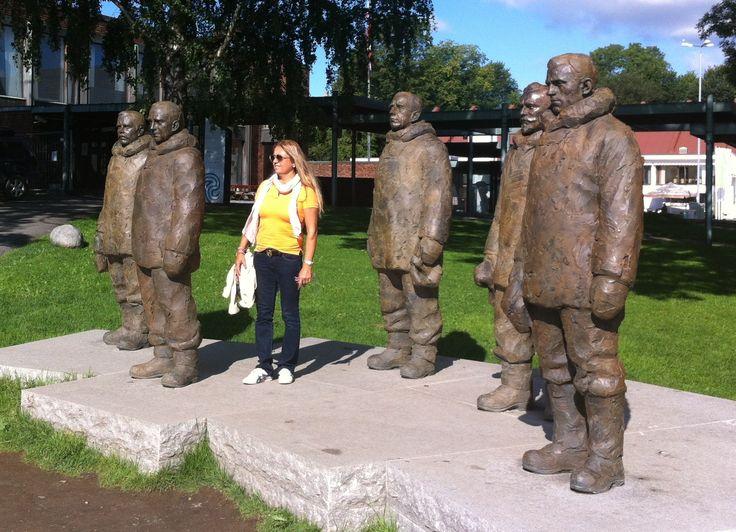 Amundsen and his team / August 2012