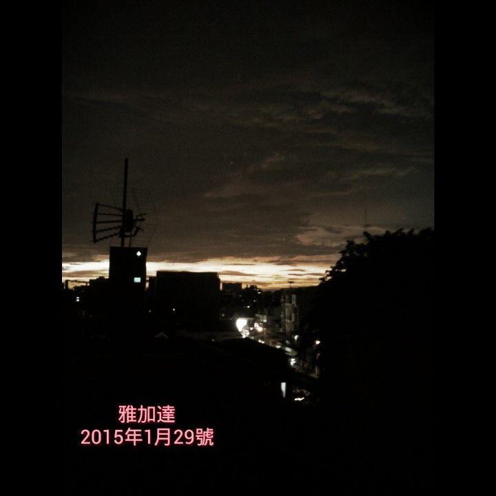 Jakarta at 6pm (sunset skylight) 雅加達六點傍晚『夕陽日落的餘輝』