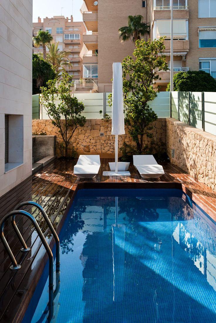 diseo de jardn y estanque en vivienda de lujo piscinas de estilo clsico de