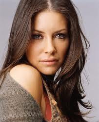 キリッとした目つきと不意に見せる笑顔が素敵♬女性も憧れる美人女優エヴァンジェリン・リリー♡