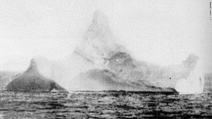 Picture of the iceberg which the Titanic hit, credit CNN.co.jp : 「タイタニック号が衝突した氷山」の写真が競売へ - (1/2)