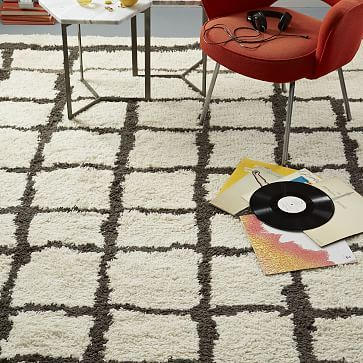 Neutral shag rug that adds dimension to open apartment