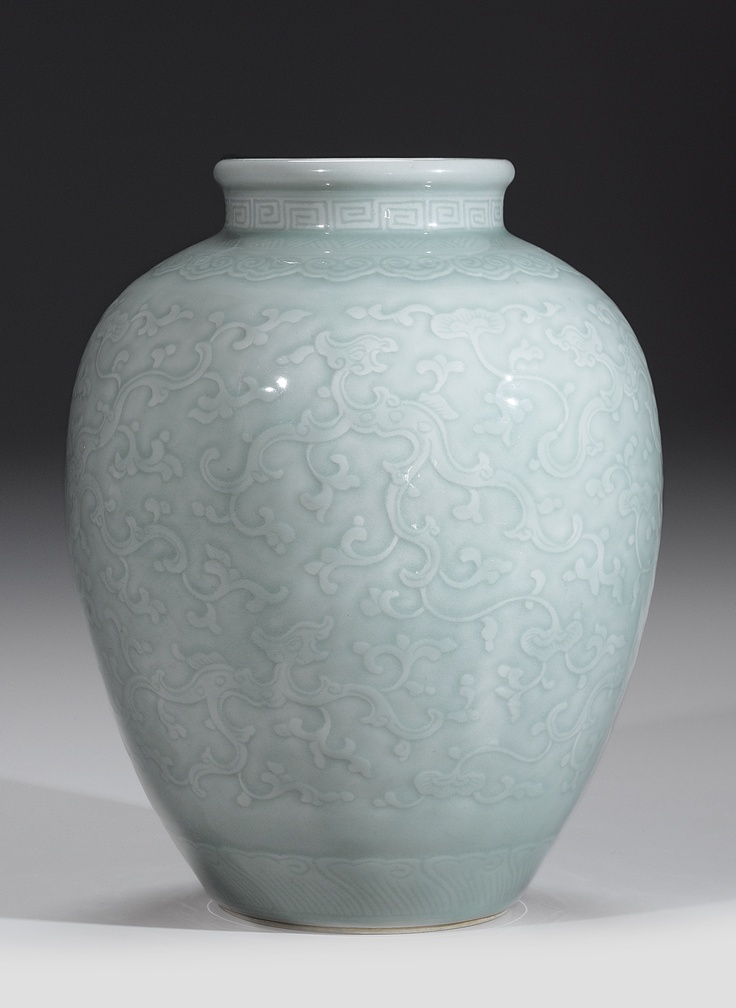 A FINE AND LARGE CARVED CELADON 'DRAGON' VASE  QING DYNASTY, 18TH CENTURY