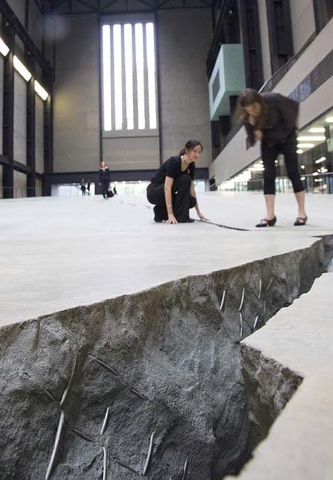 Shibboleth. Doris Salcedo, Tate Modern. London, UK.