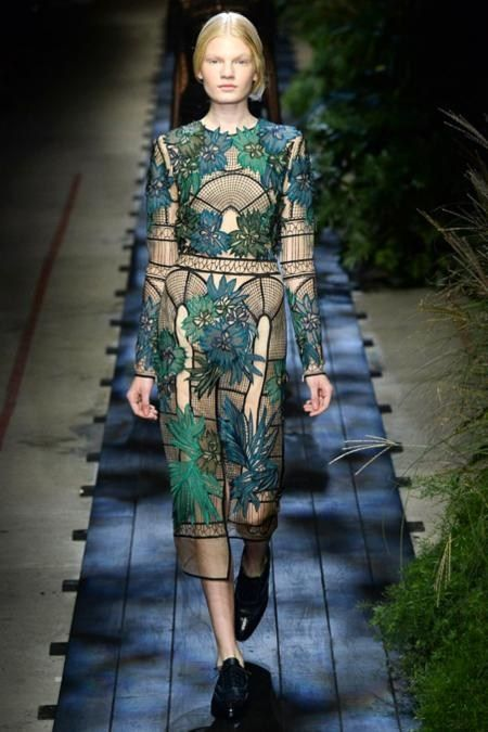 Erdem Spring 2015. Ornament recalls the Art Nouveau pictures and Aubrey Beardsley graphics.