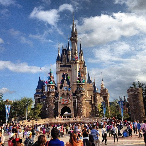 東京ディズニーランド (Tokyo Disneyland) in 浦安市, 千葉県 I'd love to visit as many Disney Parks as I can in my life, but this one I've been dreaming of since I was in elementary/intermediate school.