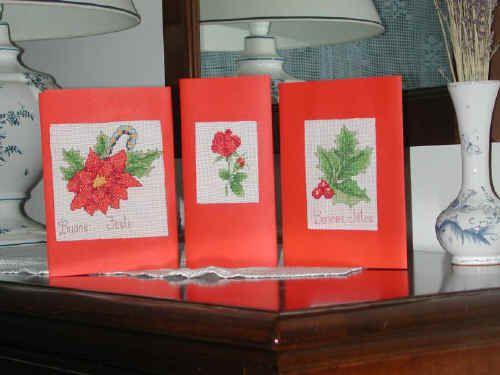 Le foto sono relative a qualche cartoncino di auguri.  Ecco una rosa con la quale ho augurato un buon compleanno e poi una stella di Natale ed un pungitopo  per gli auguri di Natale, appunto.
