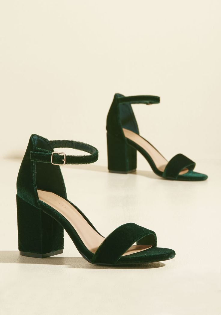 Have the Upper Grande Velvet Heel in Forest. What gives you the advantage on the dance floor? #green #modcloth