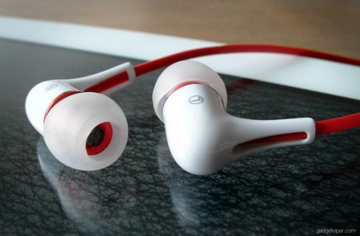 A close up of the Mrice E300 headphones - the best cheap earphones money can buy
