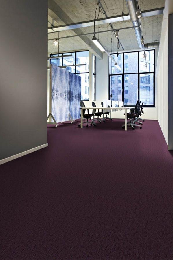 Dalle De Moquette Plombante Violette Idee Deco Ultra Violet Pantone 2018 Desso Flow 3811 Bricoflor How To Clean Carpet Types Of Carpet Carpet