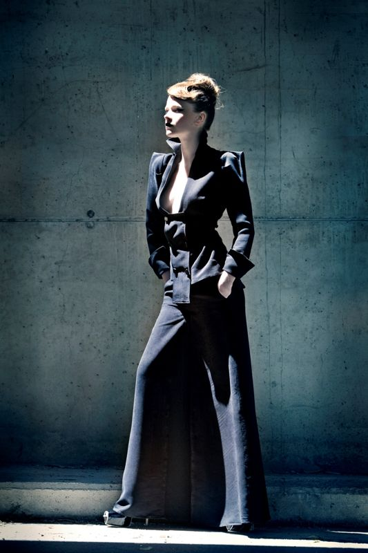 Upcoming Athina Korda will present her new geometric shapes on the catwalk of 14th AXDW!