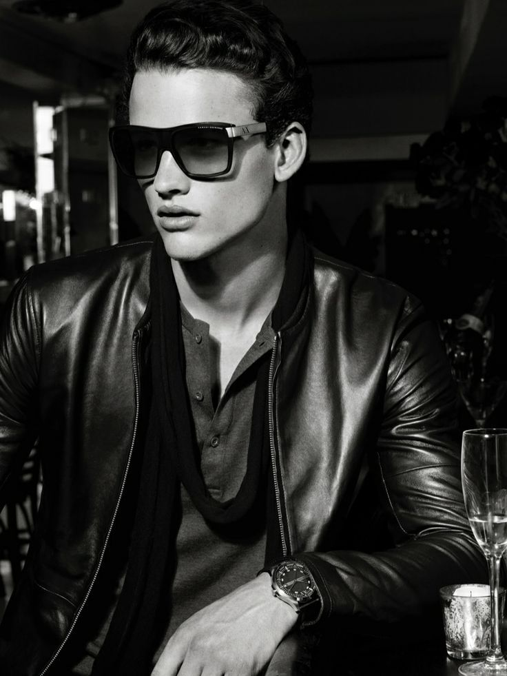 Leatherboy du jour/of the day : Simon Nessman (mannequin/model) Holiday 2013 (11/2013)
