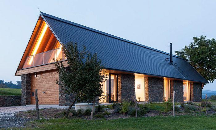Rodinný dům u Železného Brodu dostal tvar stodoly