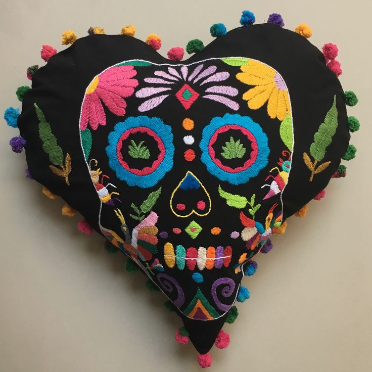 Corazón calavera otomi bordado a mano  Tenango Día de muertos  Day of the dead