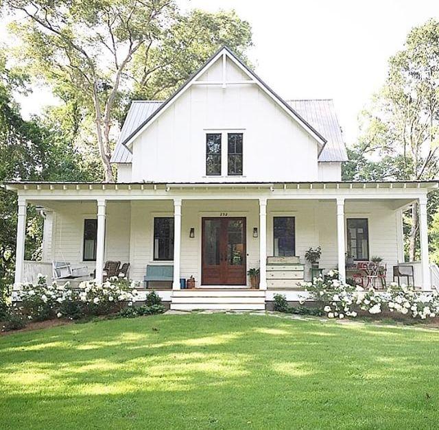 Best 25 white farm houses ideas on pinterest farm house for White farmhouse plans