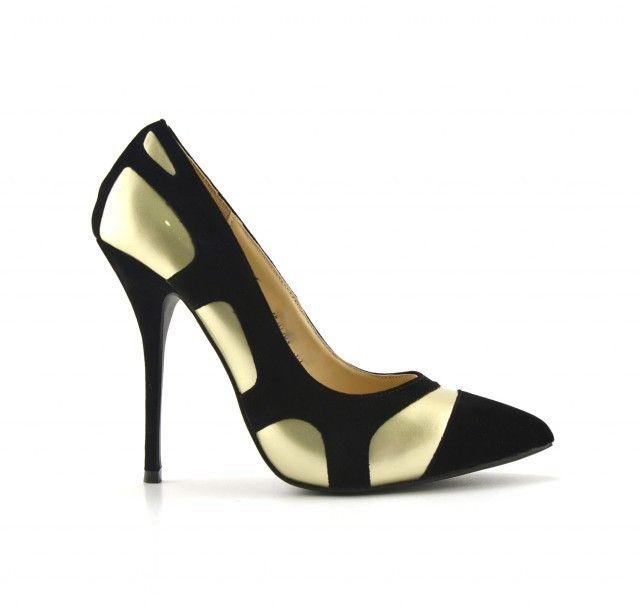 Pantofi dama Elyonegri cu toc de 9cm  Sunt realizati din pieleecologica lacuita.Tocul inaltfac din acest tip de pantofi dama un must-have al sezonului. Sunt pretabili a fi purtati in activitatea cotidiana dar si la evenimentele speciale din viata ta. Modelul auriude f