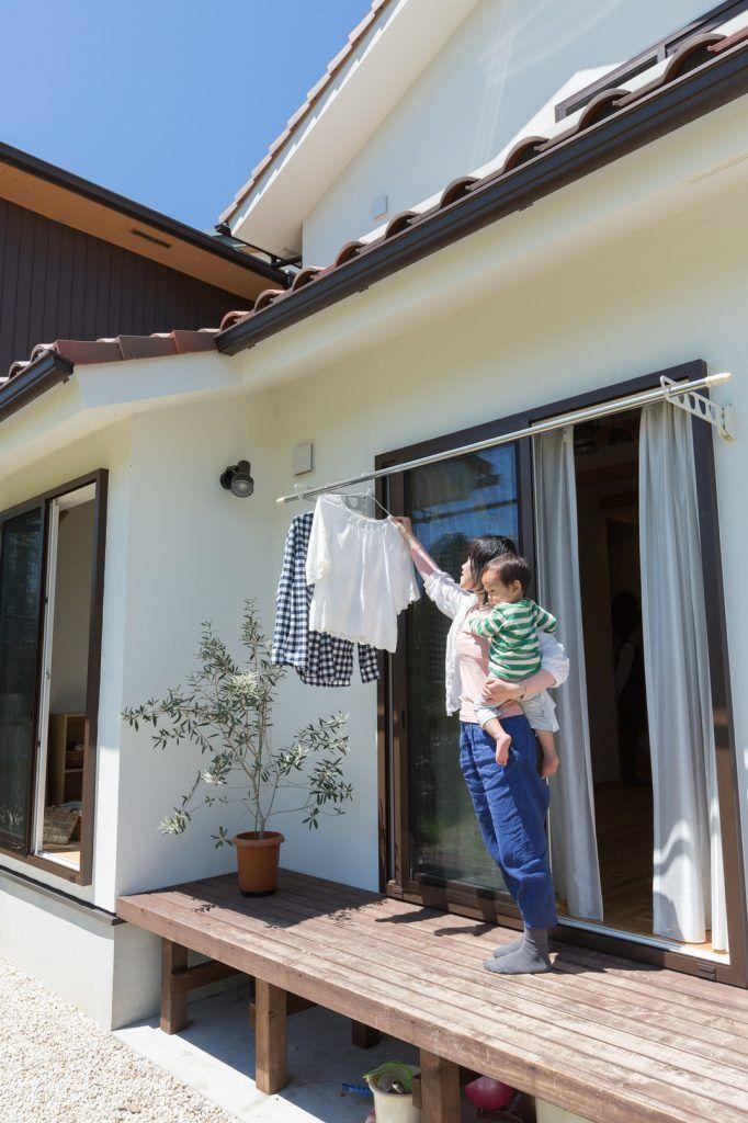 【アイジースタイルハウス】洗濯。リビングからスッと出られるウッドデッキ