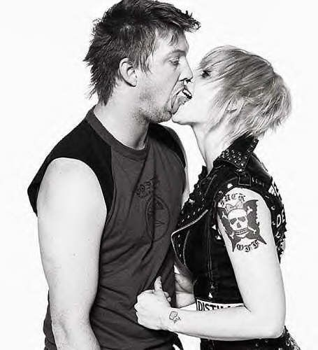 Josh Homme and Brody Dalle.. one of my   fav-o-rite couples!!!!!!