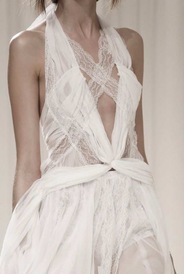 habitualbliss:  notordinaryfashion:  Nina Ricci S/S 2014  Beautiful!