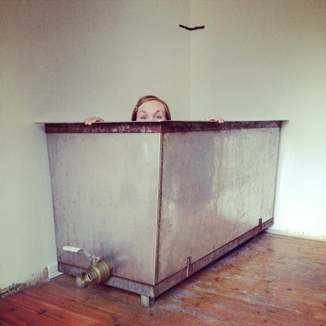 Got a more practical sized sink for washing my printing screens. From an old bakery.
