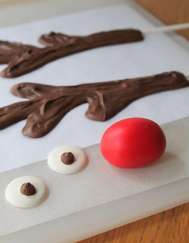 How to Make a Reindeer Cake
