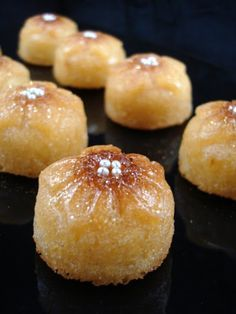 Petits gâteaux au lait fermenté et sirop de citron vert