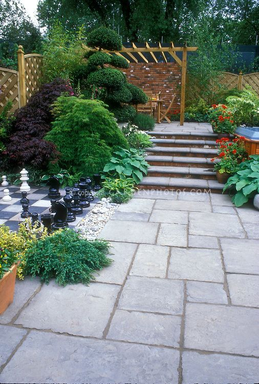 Bluestone paver patio with inlaid chess set plantings for Blue stone paver patio