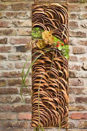 Vertical. Gregor Lersch. Designs. Flower designs. Germany  For more design inspiration, like:  https://www.facebook.com/GlobalPetals
