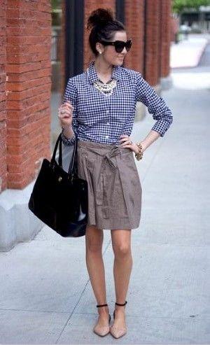 ギンガムチェックシャツとスカートのコーデ