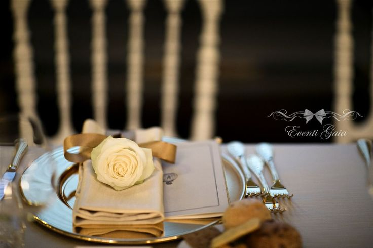 Gold & White Wedding, roses as place cards