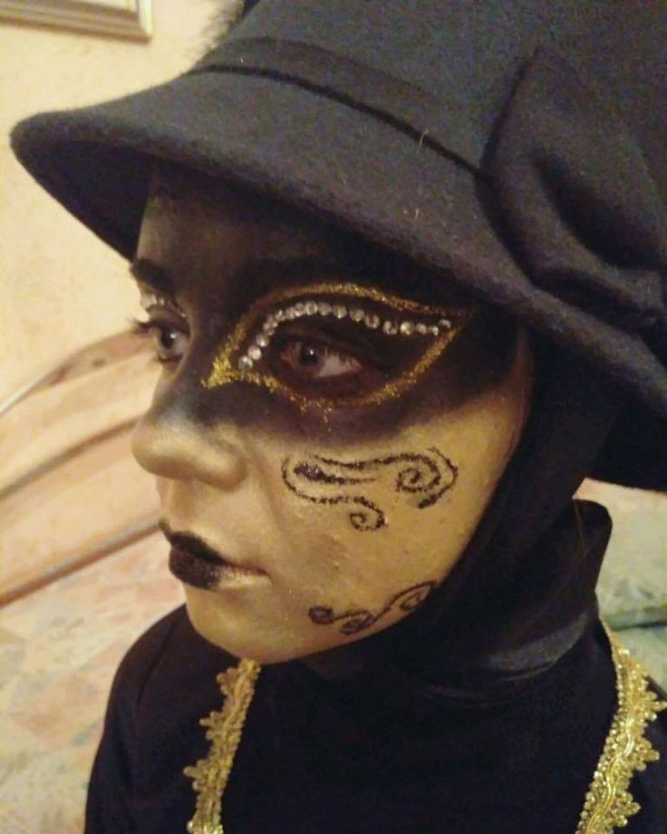 Venetian mask #venetianmask #paint #makeupartist #facepaint #carnival #venetiancarnival #makeup #venetianfacepaint #artistic #art #artisticmakeup #artist #facepainting #ladyvenetianmask