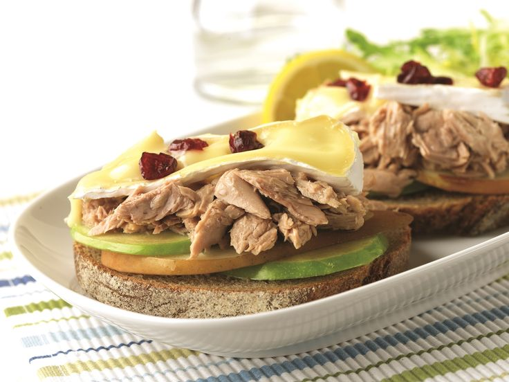 Make Life Easy with this Tuna, Pear and Apple Brie Melt Sandwich recipe! LIKE us at https://www.facebook.com/goldseal