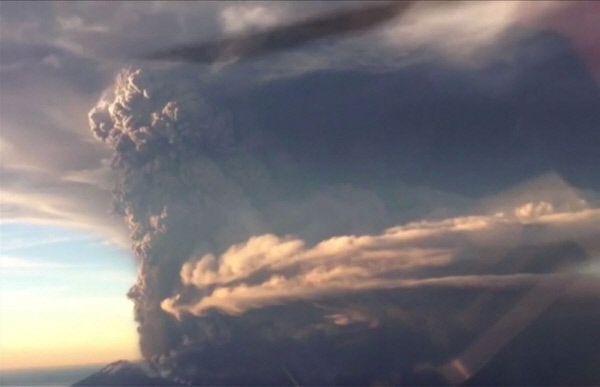 [화보] 칠레 칼부코 화산 - 핵폭발 같은 화산의 위력 - 경향신문