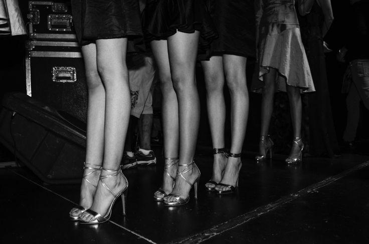 #IM60 Modelos en fila antes de comezar el desfile, detalles en calzado. Macario jimenez PV 2014.