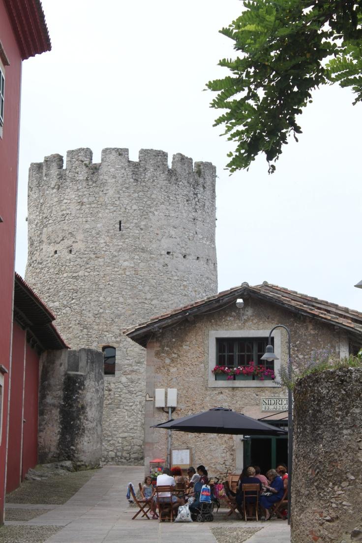 """SIDRERÍA """"EL ALMACÉN"""" y TORRE MEDIEVAL, LLanes (Asturias)-Spain"""