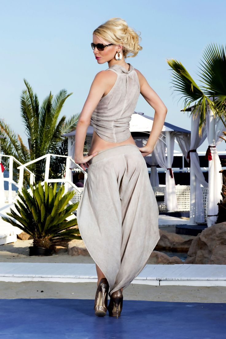 Side split trousers and matching cropped top from Vero Milano create an effortless summer outfit. This feminine and sexy two piece combination that embraces the boho trend.