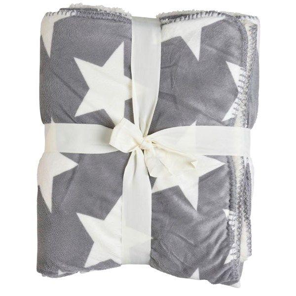 Teddypläd i mjukt material. Naturfärgad och grå med vita stjärnor, vändbar. Mått: 130x150 cm.