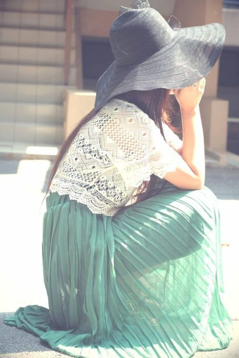 MAXI PLEATED SKIRT GREEN+LACE TOP