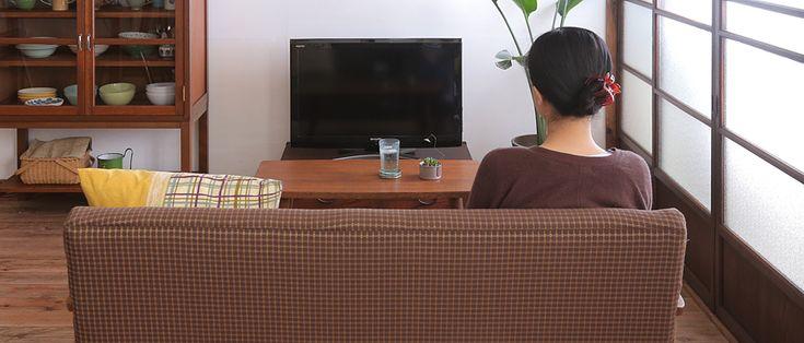リビングインテリアの中心、テレビとソファーのおすすめ配置例 | RAFUJU MAG