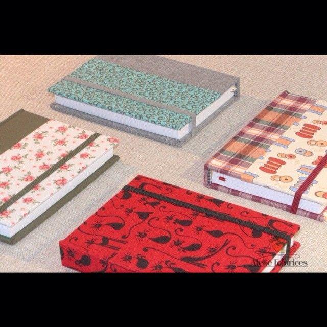 Mamães de felinos fofos, tem agenda de gatinhos na loja online, uma belezura, está esperando o que? Corre lá:http://www.ateliefofurices.iluria.com/pd-152d9b-agenda-2015.html?ct=6bab4&p=1&s=1 #encadernação #book #bookbinding #cadernodeassinatura #tecido #encadernacaocomtecido #ateliefofurices #papel #caderno #livro #feitoamao #presentes #produtospersonalizados #box #caixa #caixacomtecido #caixapersonalizada #cartonagem #craft #albumdefotografias #agenda2015 #agenda (em Ateliê ...