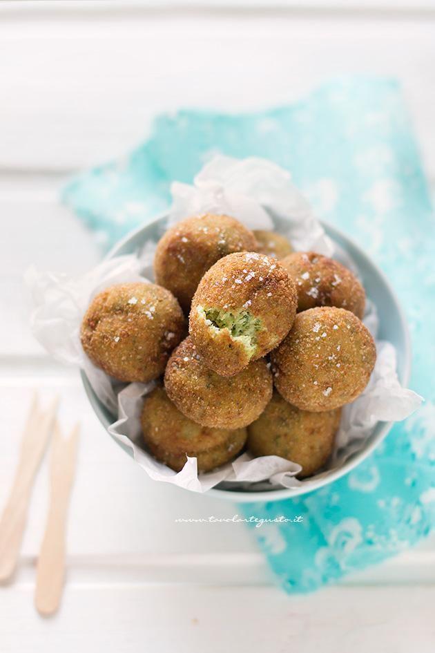 Polpette di zucchine e ricotta buonissime - Ricetta polpette di zucchine - zucchini meatballs