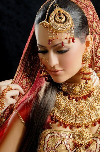 We are an assortment of globally minded photographers and film-makers who infuse their work with a distinguished contemporary approach to wedding photography. http://www.slideshare.net/amouraffair/pune-wedding-photographers